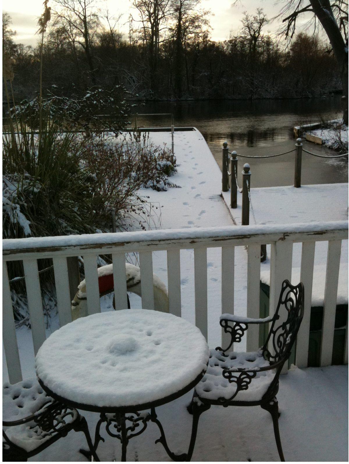 Noosa Sound decking, garden and mooring in snow